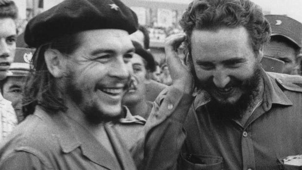 Guevara, junto a Castro