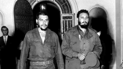 """El """"Che"""", junto a Castro tras la llegada al poder"""