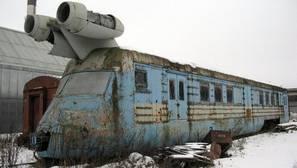 YouTube: El extraño «turbo tren» abandonado que la URSS fabricó con los motores de un bombardero
