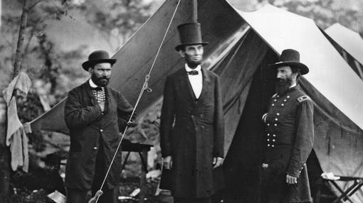 Lincoln, visitando un campo de batalla
