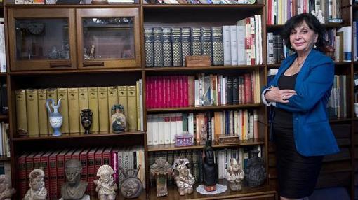 La autora, en su domicilio de Madrid