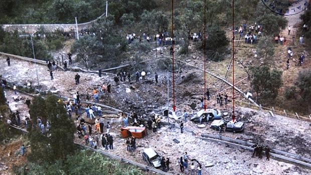Imagen de los tres coches afectados por la explosión provocada por la Mafia