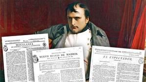 Retrato de Napoleón Bonaparte, junto a tres periódicos españoles de 1821