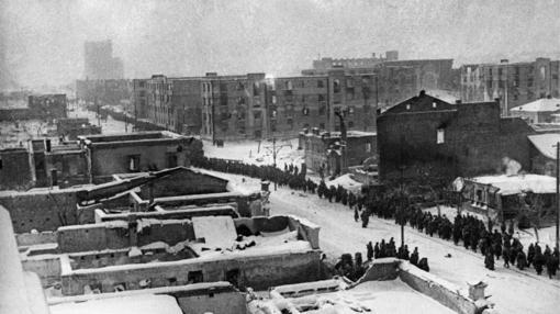 Soldados alemanes rendidos al Ejército Rojo en Stalingrado