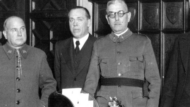 Batet /a la derecha) en 1935 durante la toma de posesión del nuevo gobernador general de Cataluña