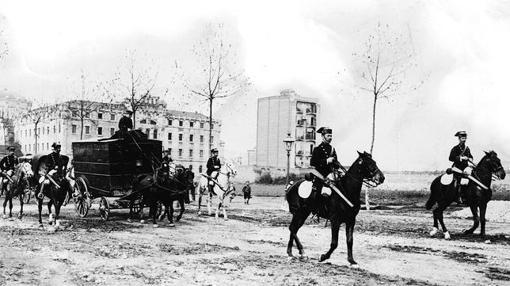 La Guardia Civil por las calles de Barcelona en 1908