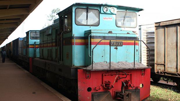 Locomotora en la estación de Kampala, Uganda