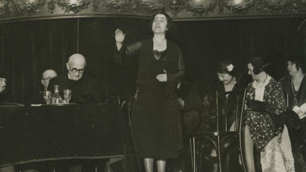 Mitin de Clara Campoamor en París en febrero de 1932