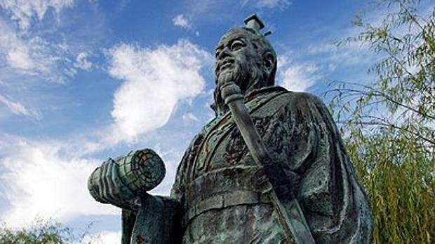 Estatua de Sun Tzu en la ciudad Japonesa de Yurihama