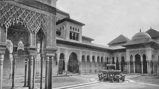 El Patio de los Leones de la Alhambra, en 1896