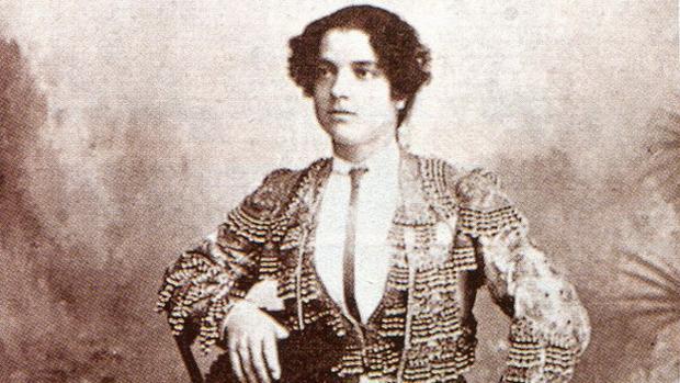 Imagen de La Reverte, antes de confesar que era un hombre