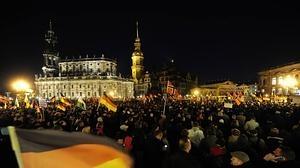 Los ultras de Pegida celebran su primer año con una gran marcha en Dresde