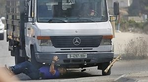 Los «lobos solitarios» palestinos atacan con cuchillos y coches