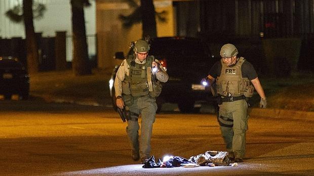 La Policía investiga una mochila sospechosa en San Bernardino, California, cerca del tiroteo
