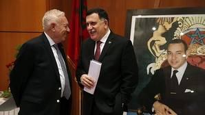 Los dos gobiernos libios firman la paz y acuerdan las bases para un ejecutivo de unidad