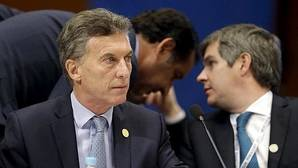 El presidente de Argentina, Mauricio Macri junto a su jefe de Gabinete, Marcos Peña en la cumber del Mercosur