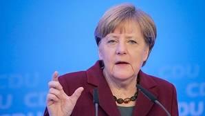 Merkel defiende endurecer las leyes para los refugiados después de los ataques de Colonia
