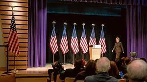 Obama se inclina por Clinton en su pugna electoral con Sanders