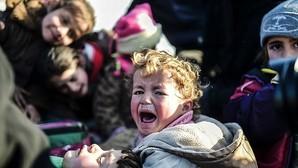 Bloqueados 30.000 sirios en la frontera turca tras la ofensiva de las fuerzas de Assad en Alepo
