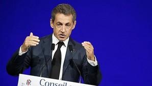 Sarkozy es abandonado por sus rivales en una asamblea del partido conservador