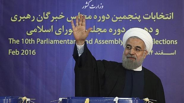 El presidente de Irán, Hasan Rohaní, en el momento de votar en Teherán el pasado viernes