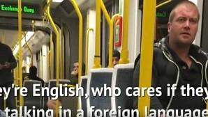 Pasajeros de un tranvía en Manchester defienden a una pareja española de insultos xenófobos