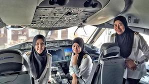 Tres mujeres aterrizan un avión en Arabia Saudí pero no pueden conducir un coche al salir