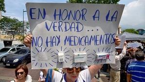 Los hospitales venezolanos operan con solo un 5% de materiales y medicamentos por la escasez
