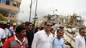 Rafael Correa: «Costará miles de millones de dólares reconstruir las zonas devastadas por el seísmo»