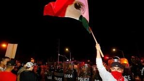 Una protesta contra un mitin de Trump en California termina con veinte detenidos