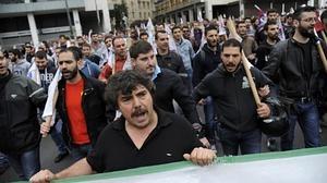 Grecia aprueba más ajustes, alza de impuestos y privatizaciones