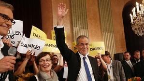 El ecologista Van der Bellen gana las elecciones en Austria con el 50,3% de los votos
