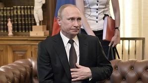 Putin peregrina a la ciudad griega que no admite mujeres ni hembras de animales