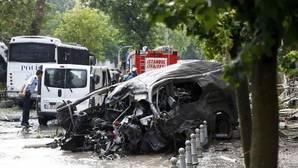 Al menos 11 muertos y 36 heridos en un atentado contra un autobús policial en Estambul