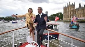 Las flotillas de Nigel Farage y Bob Geldof se insultan en el Támesis