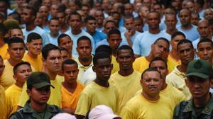 Maduro saca a la calle a 300 presos para protestar contra el revocatorio