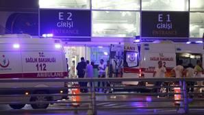 Al menos 43 muertos tras un atentado en el aeropuerto de Estambul