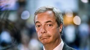 Nigel Farage dimite como líder de UKIP tras su bronca campaña