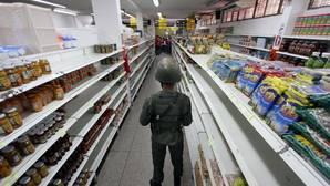 Maduro se ve forzado a abrir la frontera para que los venezolanos puedan comprar comida en Colombia