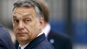 El primer ministro húngaro ve «en riesgo» el euro y el mercado único