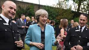 Theresa May fulmina al núcleo duro de Cameron
