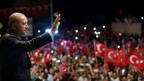 Erdogan se defiende y dice que reinstaurar la pena de muerte es una «demanda de la gente»