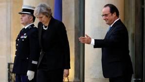 Hollande pide a May que abra el proceso del Brexit lo antes posible