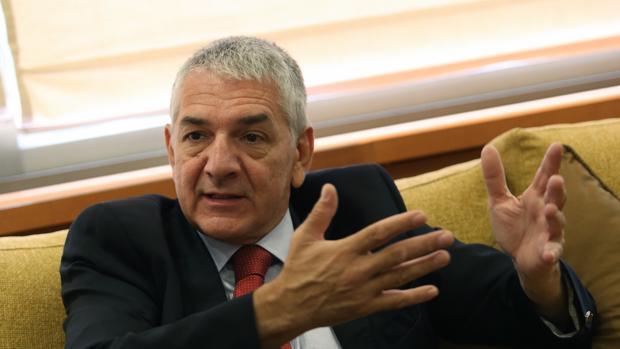 El embajador turco, Ömer Önhon, durante la entrevista concedida a ABC