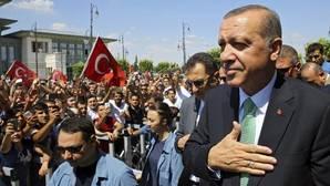 Erdogan quita el pasaporte a 11.000 funcionarios «sospechosos»