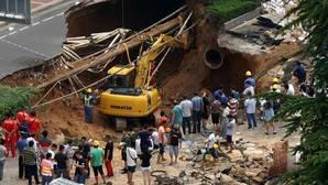 Un agujero de 30 metros se traga a una mujer en China