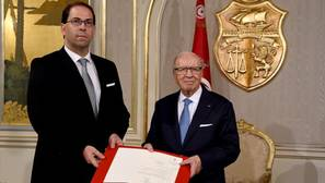El presidente de Túnez nombra primer ministro a un familiar