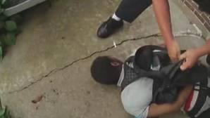 El vídeo del nuevo caso de violencia policial contra un afroamericano desarmado