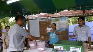 Tailandia aprueba el proyecto constitucional de la junta militar, según los resultados parciales