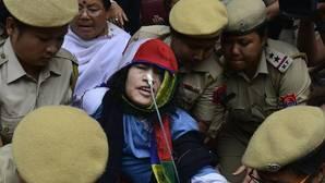 La activista india Irom Sharmila abandona su huelga de hambre de 16 años